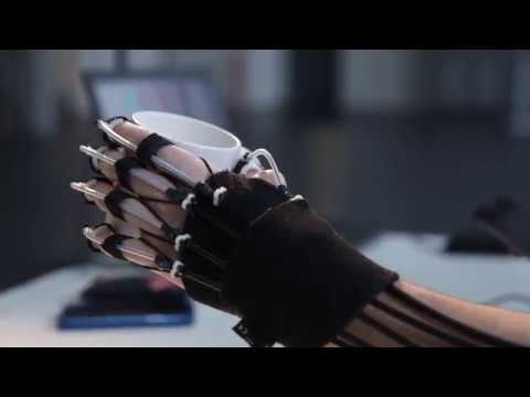 Un exosquelette de la main contrôlé par la pensée