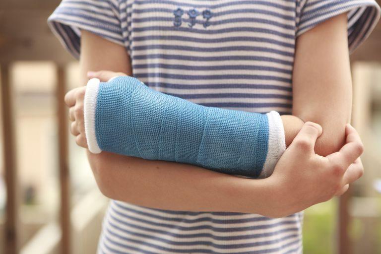 Comment traiter les fractures : techniques, moyens, et évolution