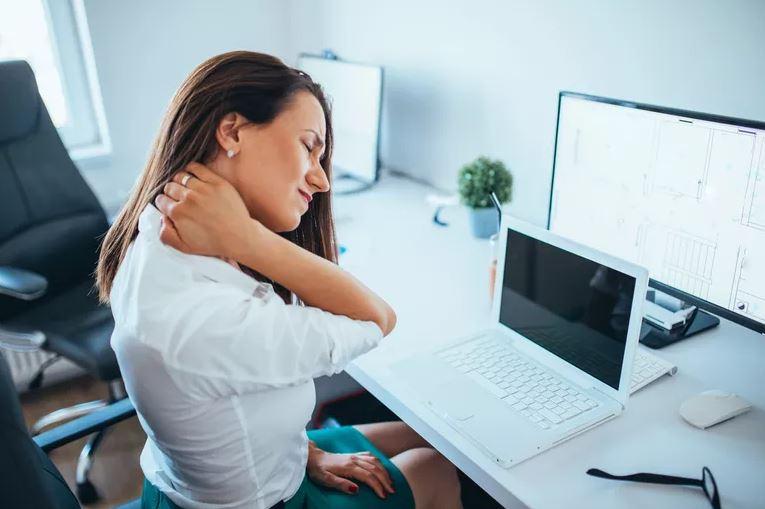 Douleurs au cou ou cervicalgie – Origines et traitements